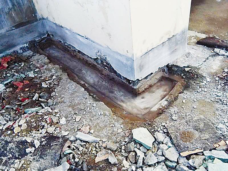 屋顶严重漏水整改8个月开发商拒赔延期交房违约金