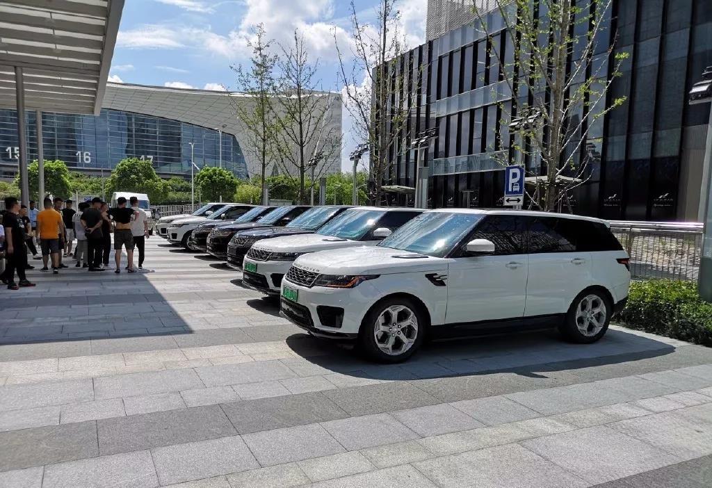 路虎上海总部被攻陷,车主集体要求路虎道歉并退车赔偿