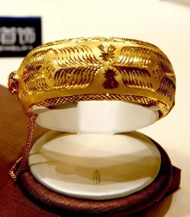 游客花3.2万买到假珠宝,法院判赔9.6万元,竟是有法可依